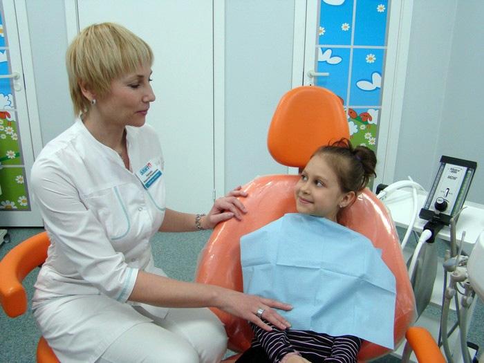 rebenok_stomatolog