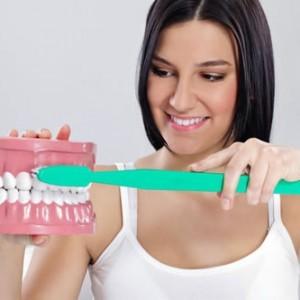 механическая чистка зубов у стоматолога