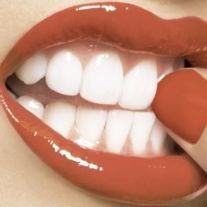 стираются передние зубы что делать
